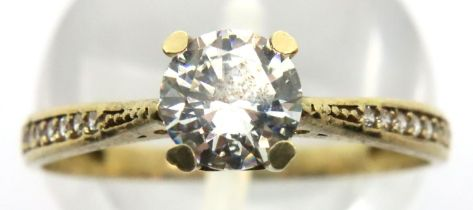 9ct gold solitaire dress ring with stone set shoulders, size O/P, 1.3g. P&P Group 1 (£14+VAT for the
