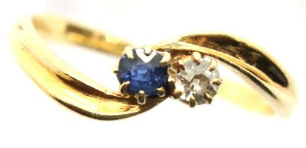 18ct gold sapphire and diamond dress ring, size M/N. P&P Group 1 (£14+VAT for the first lot and £1+