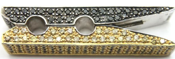 9ct gold and 4.21ct diamonds peg pendant. Black and champagne diamonds. P&P Group 1 (£14+VAT for the
