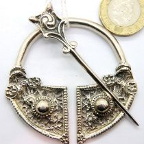 Scottish design hallmarked silver buckle, Birmingham assay, 40g. P&P Group 1 (£14+VAT for the