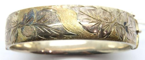 Hallmarked silver snap bangle with gilt and incised decoration, 33g. P&P Group 1 (£14+VAT for the