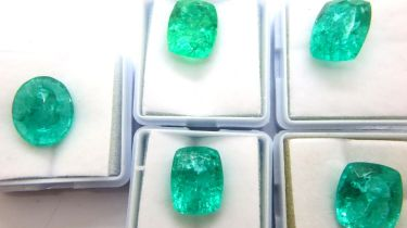 Five loose green quartz stones. P&P Group 1 (£14+VAT for the first lot and £1+VAT for subsequent