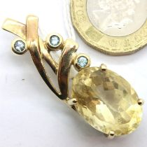 9ct gold brooch set with large faceted stone and aquamarines, 7.4g. P&P Group 1 (£14+VAT for the