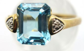 9ct gold blue topaz ring, size O, 3.4g. P&P Group 1 (£14+VAT for the first lot and £1+VAT for