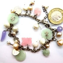 Jade and pearl silver bracelet. P&P Group 1 (£14+VAT for the first lot and £1+VAT for subsequent