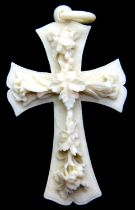 Antique ivory floral decorated cross, carved from a single piece including the loop, H: 70 mm. P&P