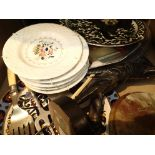 Collection of mixed collectables to include plated ware decorative plates, a figure of a golfer etc.