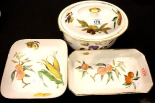 Three items of Royal Worcester tableware. P&P Group 3 (£25+VAT for the first lot and £5+VAT for