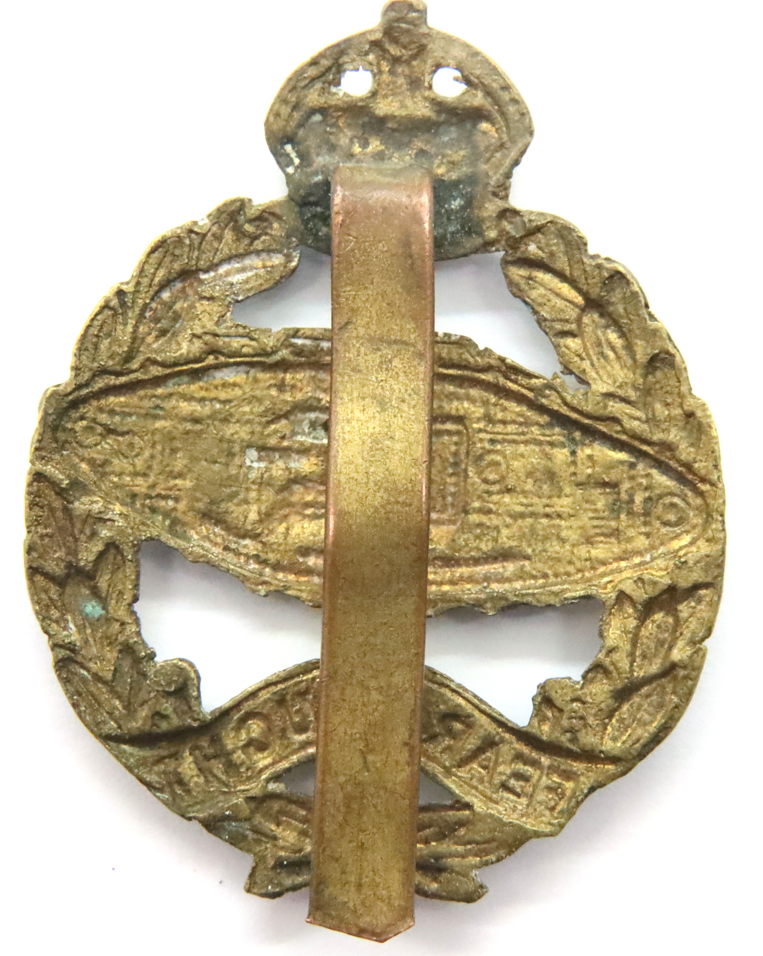 Rare 1924 Issue Royal Tank Regiment Cap Badge. (Tank facing the wrong way) This is the brass variant - Image 2 of 2