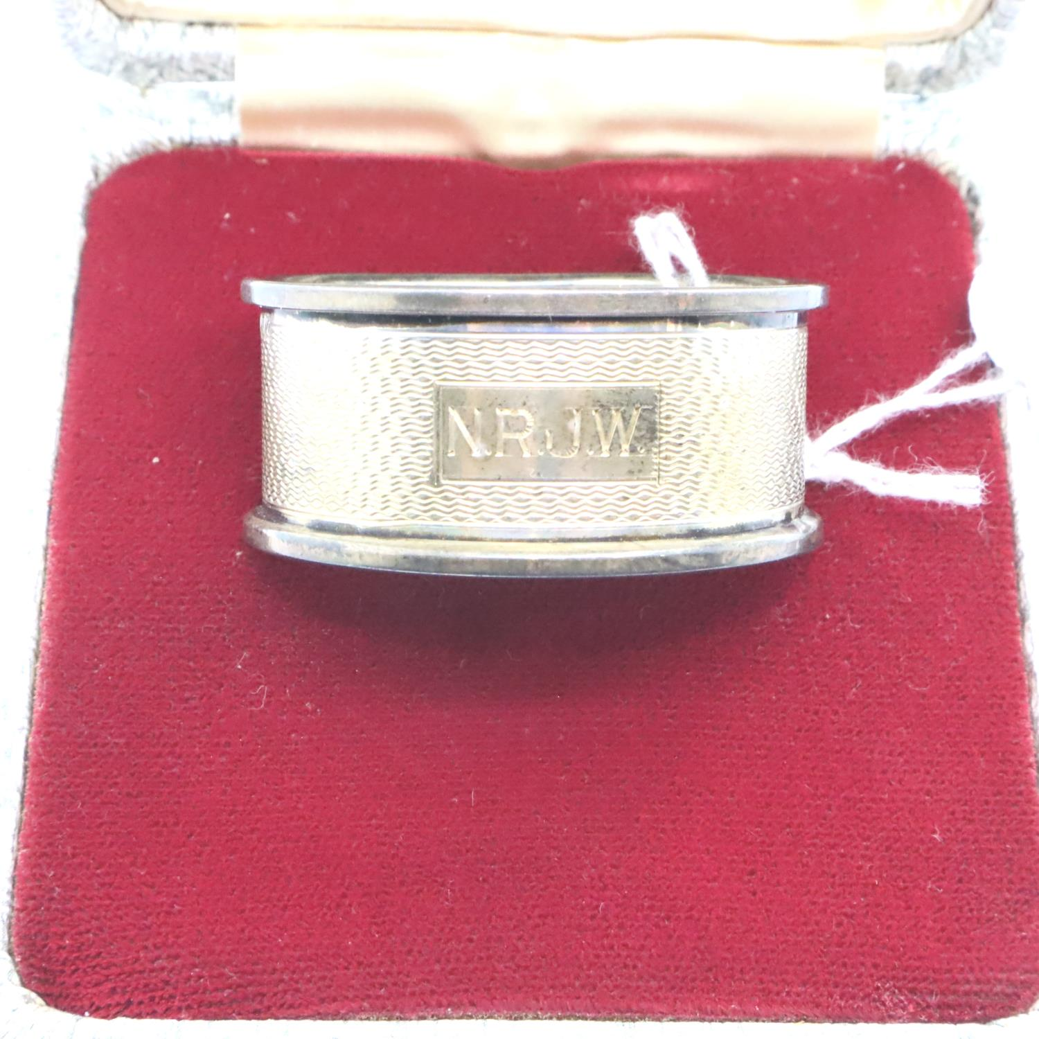 Boxed silver napkin ring. P&P Group 1 (£14+VAT for the first lot and £1+VAT for subsequent lots)