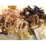 A box containing a selection of mixed modern costume jewellery. P&P Group 1 (£14+VAT for the first