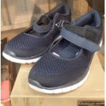 A pair of cushion walk active shoes, size 39. P&P Group 1 (£14+VAT for the first lot and £1+VAT
