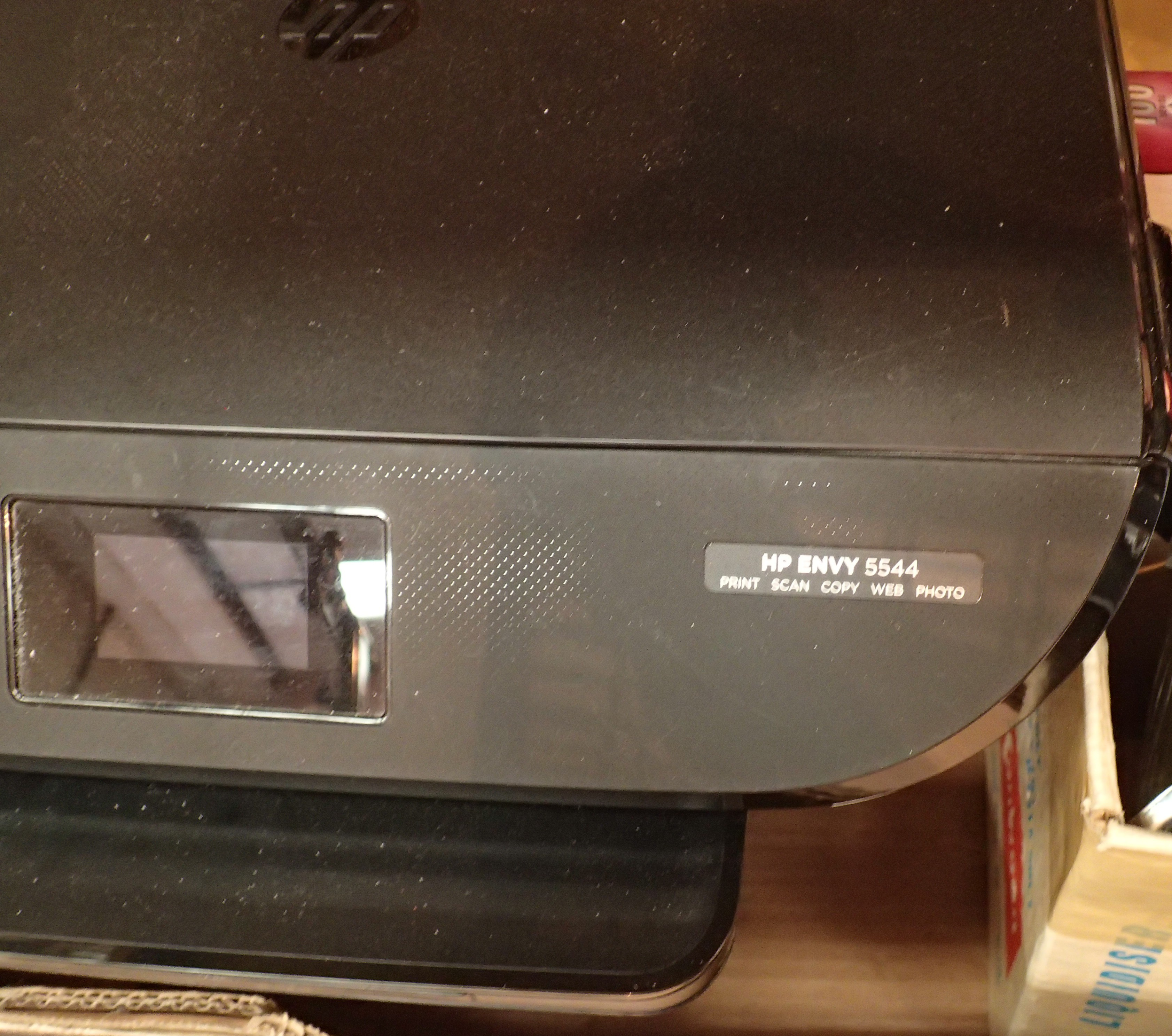 Mixed electricals including a HP printer, electric iron, toaster etc. Not available for in-house P&