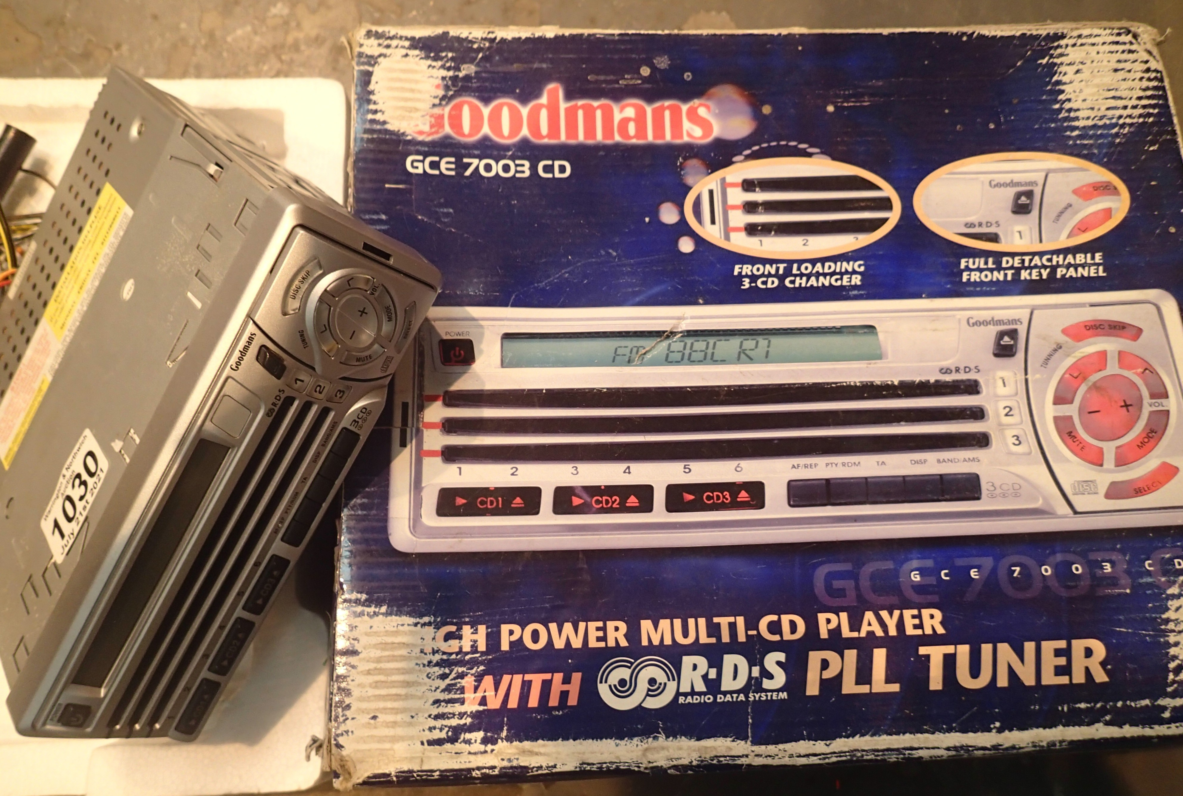 Goodmans GCE7003CD multi-CD car radio tuner. P&P Group 2 (£18+VAT for the first lot and £3+VAT for