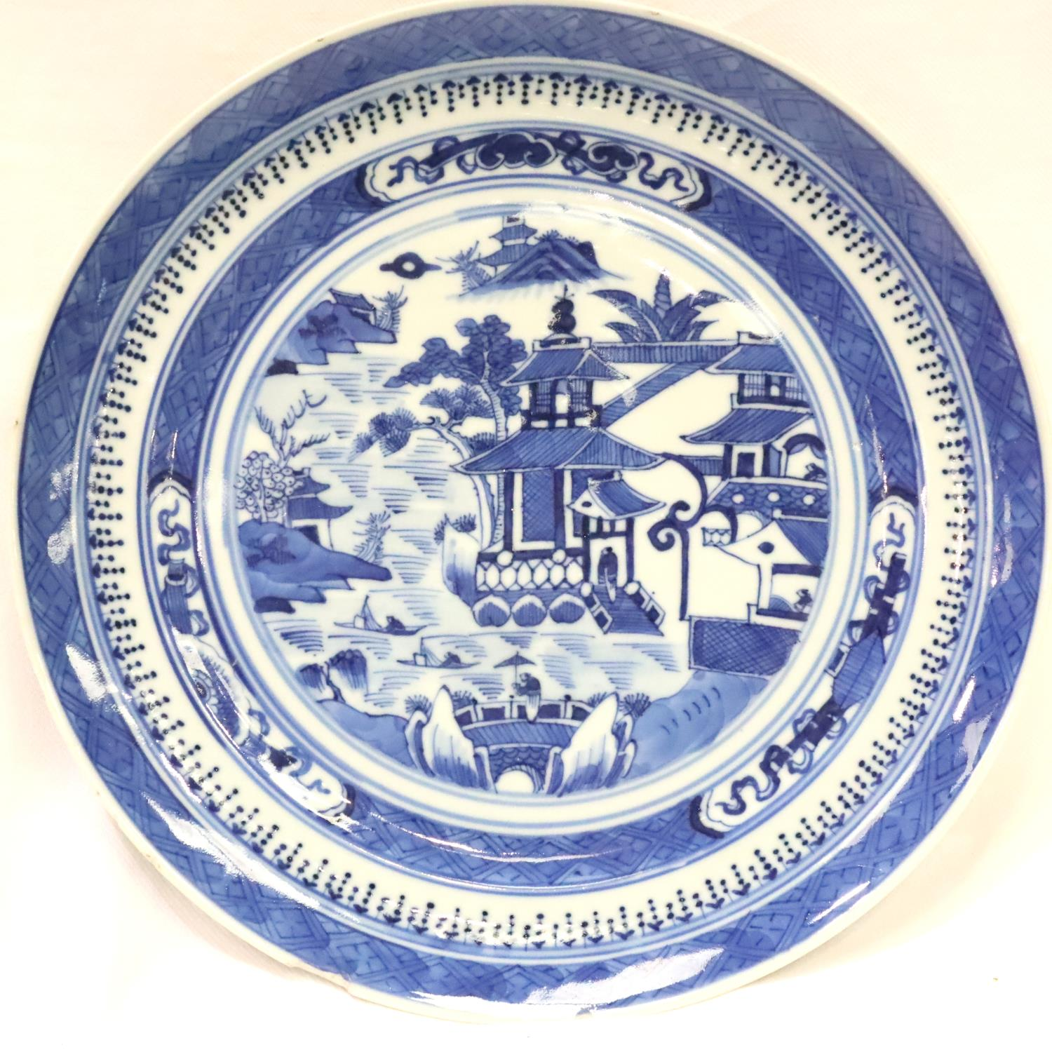 Chinese 18th/19th century glazed plate, displaying figures in a garden with pagodas, D: 24 cm. P&P