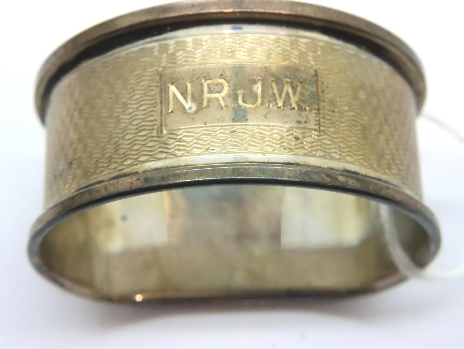 Boxed silver napkin ring. P&P Group 1 (£14+VAT for the first lot and £1+VAT for subsequent lots) - Image 2 of 3