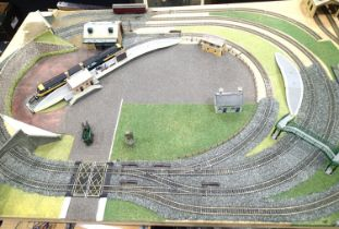 Model railway layout 175 x 120cm, double oval with inner station and outer sidings, crossover tracks
