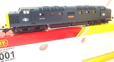 Hornby R2879 Class 55, St Paddy 55001, BR Blue. Excellent condition, boxed, no detail pack or