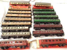 Seventeen Triang OO coaches, Teak, Green, Red, Chocolate/Cream, Blood/Custard, including four poor