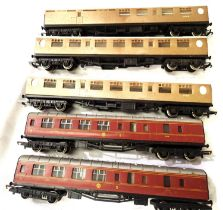Five Hornby OO coaches, two LMS, three LNER Teak, mostly in very good condition, unboxed, requires