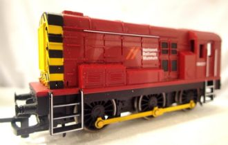 Hornby Class 08 Shunter 09017, National Railway Museum Red. In excellent condition missing rear