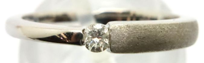 18ct white gold and diamond solitaire ring, size N, weight 3.1g. P&P Group 1 (£14+VAT for the