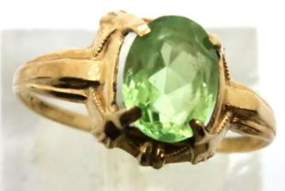9ct gold ring set with large green stone size K/L 1.3g. P&P Group 1 (£14+VAT for the first lot