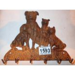 Cast iron Family of Dogs coat hanger, L: 23 cm. P&P Group 2 (£18+VAT for the first lot and £3+VAT
