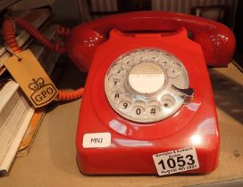 Red, GPO746 Retro rotary telephone replica of the 1970s classic, compatible with modern telephone