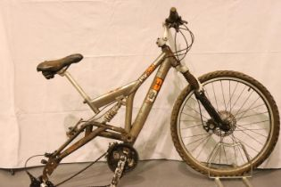 Diamondback 16 inch frame full suspension mountain bike 18 speed. Not available for in-house P&P,