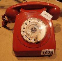 Original red dial telephone. P&P Group 1 (£14+VAT for the first lot and £1+VAT for subsequent lots)