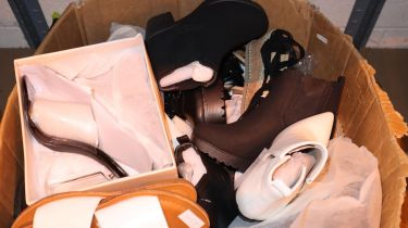 Twenty five pairs of ladies fashion shoes, all size 6. Not available for in-house P&P, contact