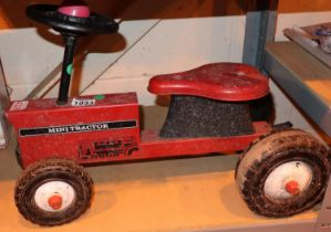 Childs sit on mini tractor. Not available for in-house P&P, contact Paul O'Hea at Mailboxes on 01925