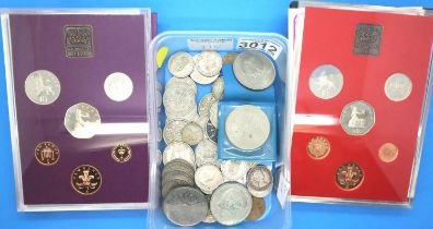 Assorted coins 1980-1981, and Great Britain sets in folders. P&P Group 3 (£25+VAT for the first