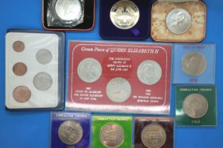 Mixed UK commemoratives of Elizabeth II including Isle of Man examples. P&P Group 1 (£14+VAT for the