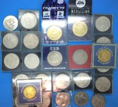 Elizabeth II crowns; mostly commemoratives in plastic cases, with further medallic tokens. P&P Group