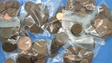 Large collection of UK coins, William IV - Elizabeth II, including some silver. P&P Group 1 (£14+VAT