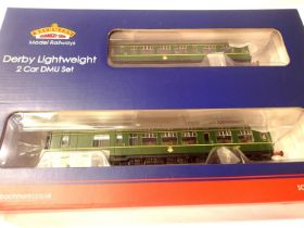 Bachmann 32-516 Derby lightweight, 2 car DMU Green with speed whiskers in excellent to very near