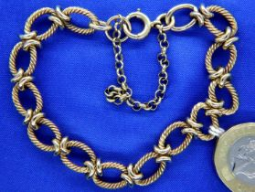 Victorian 9ct gold twist link bracelet, 23.9g. P&P Group 1 (£14+VAT for the first lot and £1+VAT for
