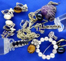 Collection of sterling silver jewellery, combined 55g. P&P Group 1 (£14+VAT for the first lot and £