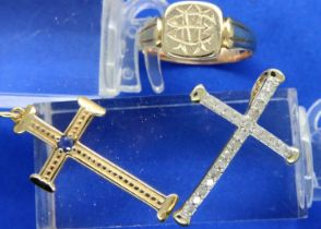 9ct gold jewellery comprising ring, cross pendant and a 10ct gold and diamond cross pendant,