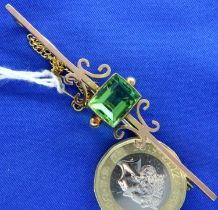 9ct gold bar brooch set with a large peridot, L: 70 mm, 5.6g. P&P Group 1 (£14+VAT for the first lot
