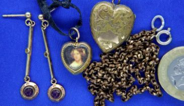 Presumed 9ct gold heart pendant (unmarked) with further antique jewellery. P&P Group 1 (£14+VAT