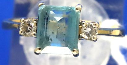 18ct gold emerald cut aquamarine and diamond ring, size K/L, 2.8g. P&P Group 1 (£14+VAT for the