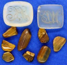 Two loose intaglio seals and a collection of polished tigers eye. P&P Group 1 (£14+VAT for the first