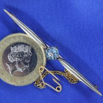 9ct gold blue topaz set bar brooch, L: 55 mm, 3.5g. P&P Group 1 (£14+VAT for the first lot and £1+