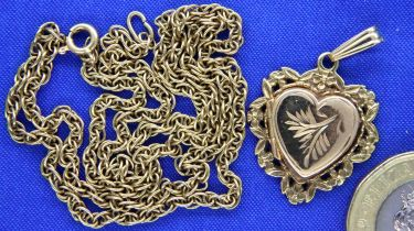 9ct gold heart shaped locket and a neck chain, 8.8g. P&P Group 1 (£14+VAT for the first lot and £1+