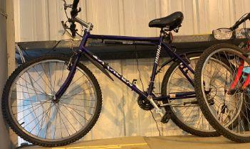 Twenty one inch frame retro 1996 Saracen Terratrax mountain bike with twenty one gears. Shimano