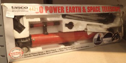 Tasco Power Earth & Space telescope, boxed. P&P Group 3 (£25+VAT for the first lot and £5+VAT for