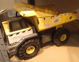 Tonka 354 tipping dump truck. Not available for in-house P&P, contact Paul O'Hea at Mailboxes on